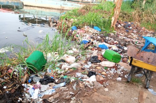 Article : À Abidjan, la lagune Ébrié sous le poids des ordures